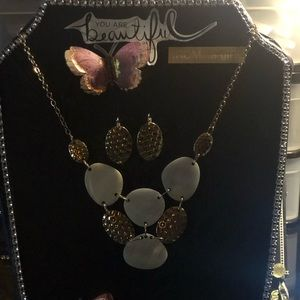 🌊 Mother of Pearl-Gold tone Necklace Set 🌊